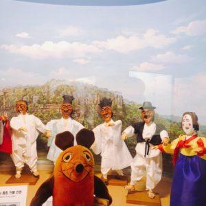 Die Maus im Masken-Museum