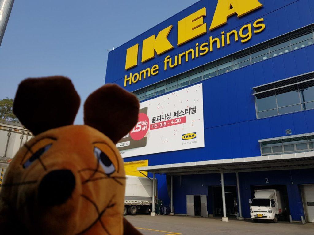 Die Maus geht zu Ikea.