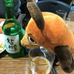 Die Maus trinkt Soju.